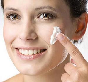 Как убрать болячки после прыщей с лица