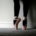 ЧТО ОБЩЕГО У ГРУЗЧИКОВ И БАЛЕРИН? Пять причин образования натоптышей на подошве ступней и их лечение...
